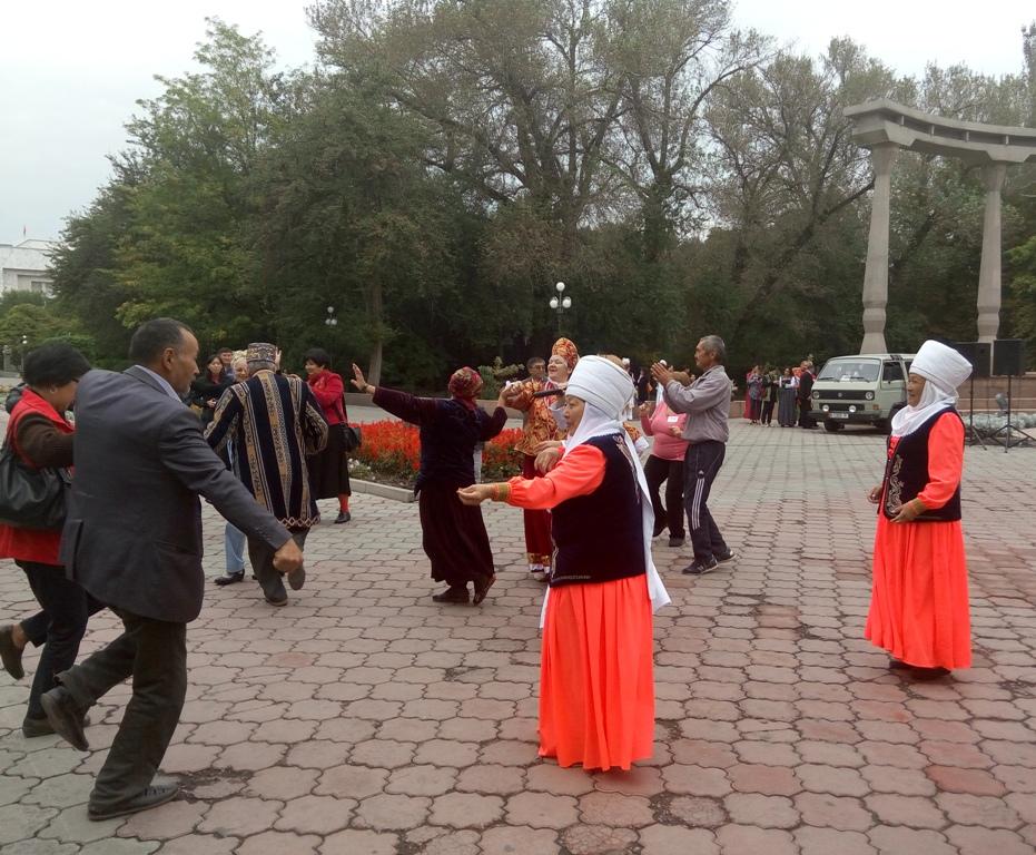 ВБишкеке прошла социальная ярмарка изделий престарелых людей