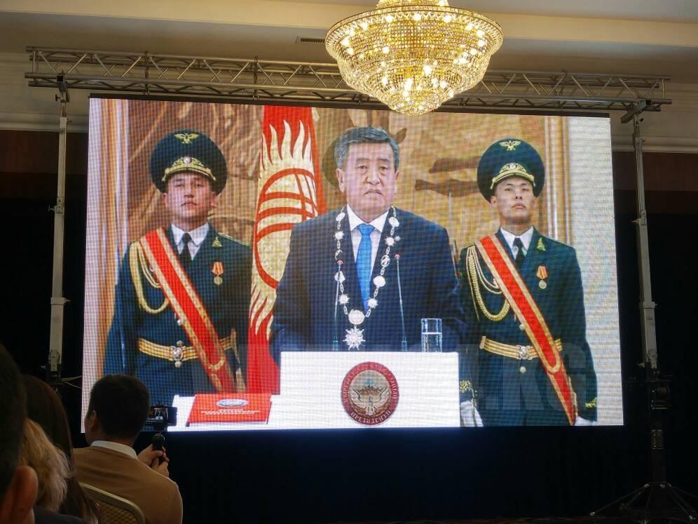 Руководитель Киргизии подписал указ оприсвоении звания Героя страны экс-президенту Атамбаеву