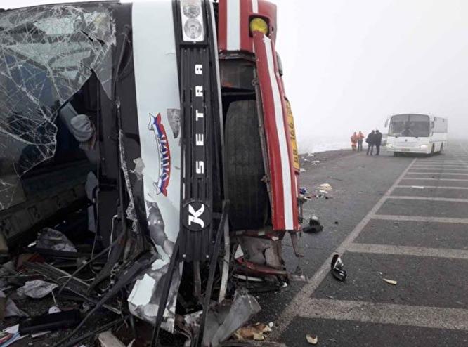 Медики осмотрели троих детей находившиеся всалоне автобуса они неполучили повреждений. 38-летний водитель автобуса не пострадал