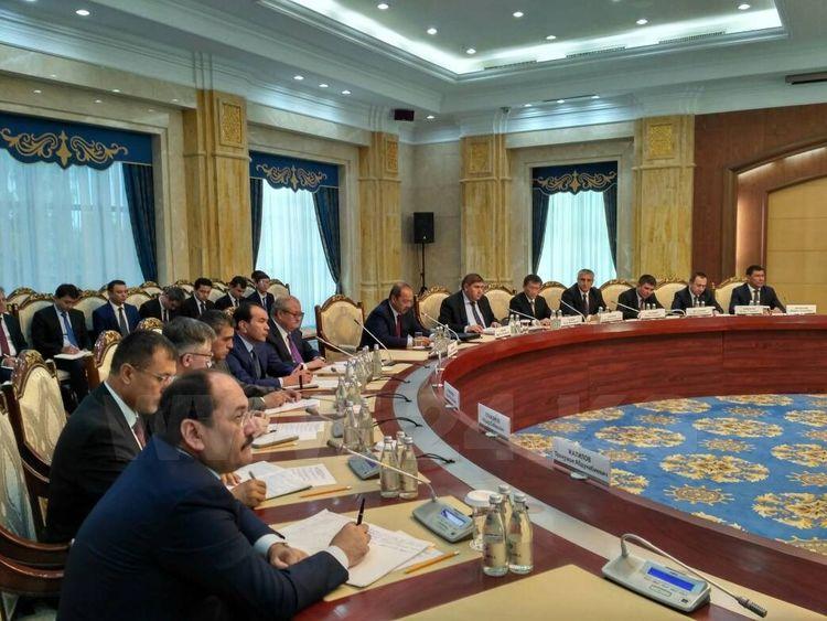 Кыргызстан готов снять барьеры вотношении Узбекистана