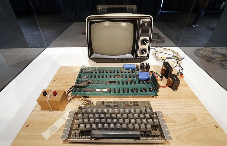 Apple выставила нааукцион вГермании один изпервых собственных компьютеров
