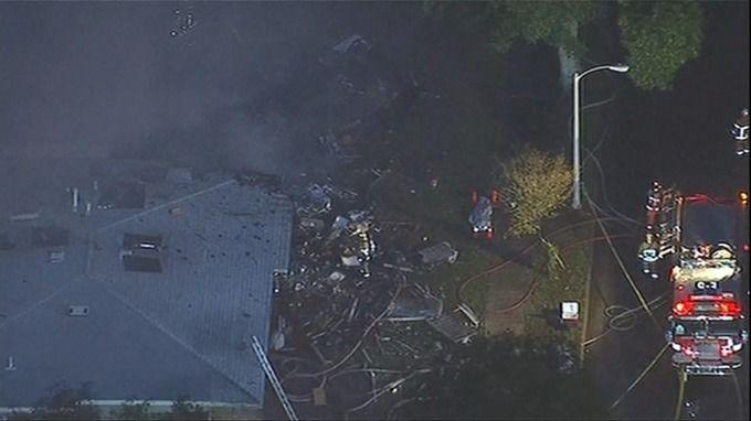 Самолет упал нажилые дома вКалифорнии