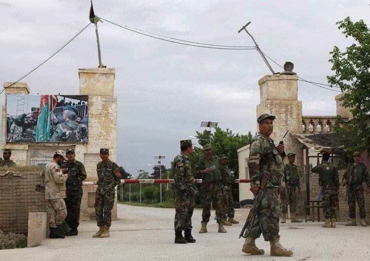 Число жертв в итоге нападения талибов навоенную базу выросло до 140