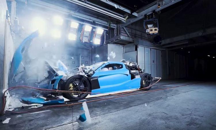 Как разбили самый дорогой электромобиль в мире за $2 млн (видео)