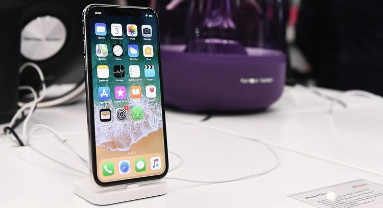 Скорпуса iPhone Xначала слезать краска— очередной недочет