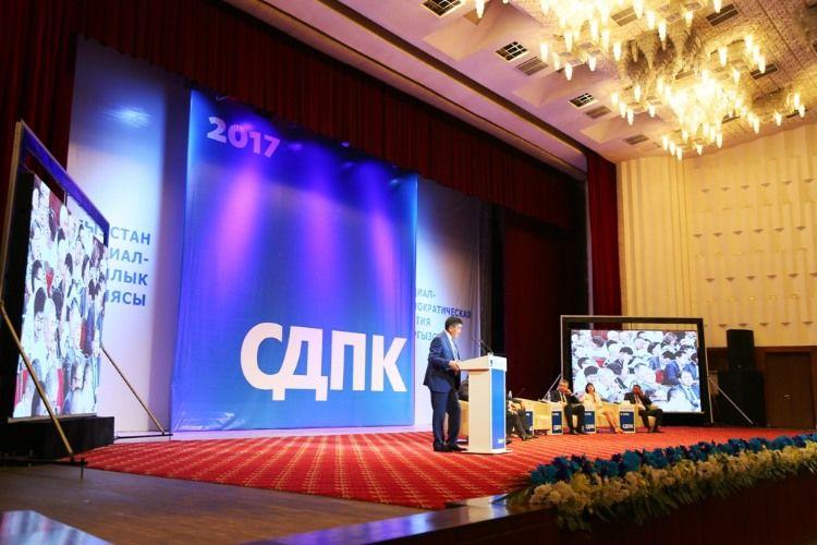 Пропрезидентская СДПК объявила премьера Жээнбекова своим кандидатом напост руководителя  Киргизии