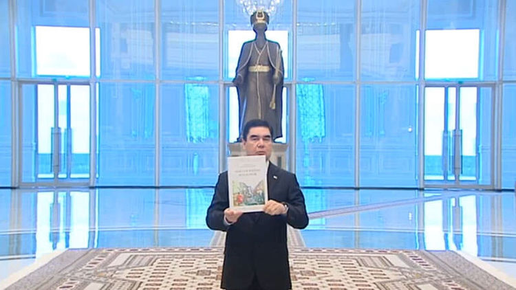 Президент Туркменистана презентовал свою новейшую книгу овоенных