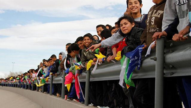 Мексиканцы построили «стену дружбы» вместо стены Трампа