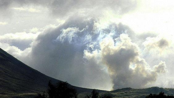 Вулкан разорвал футбольное поле вМексике