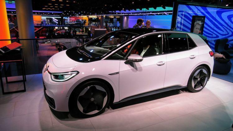 Компания VW официально представила электрический хэтчбекID.3